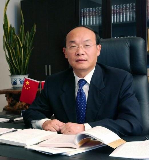 东风公司董事长徐平获全国'优秀企业家'