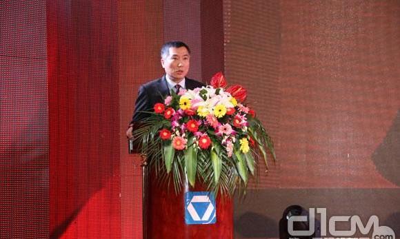 徐工汽车总经理、党委书记罗东海先生在2013年商务大会上作主题报告